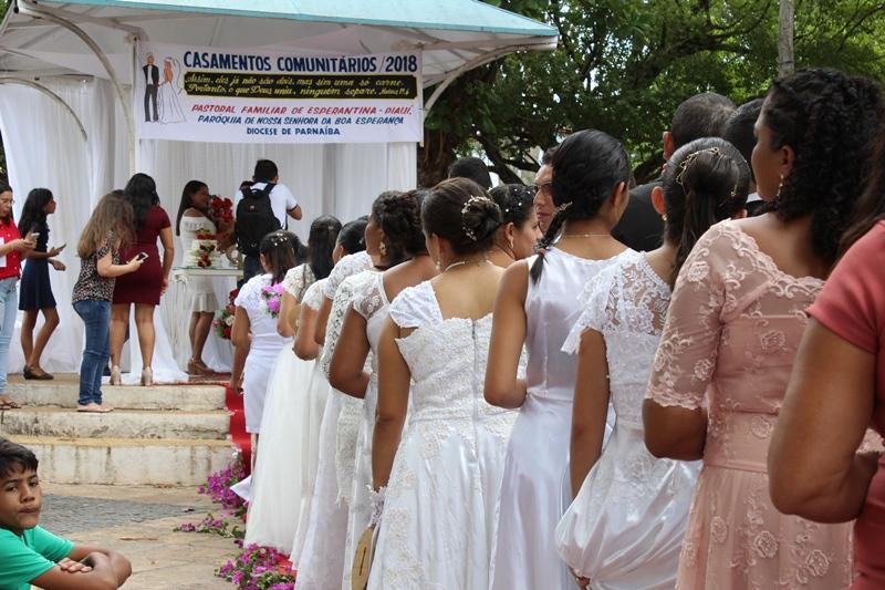 Paróquia realiza casamentos comunitários em Esperantina