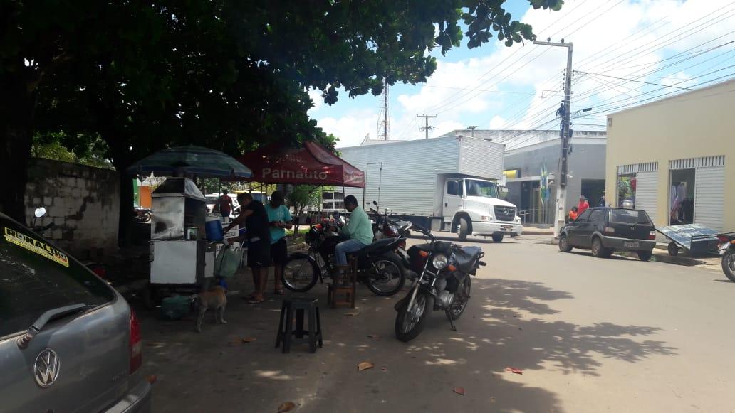 Prefeitura de Esperantina manda retirar vendedores ambulantes instalados em vias públicas e praças