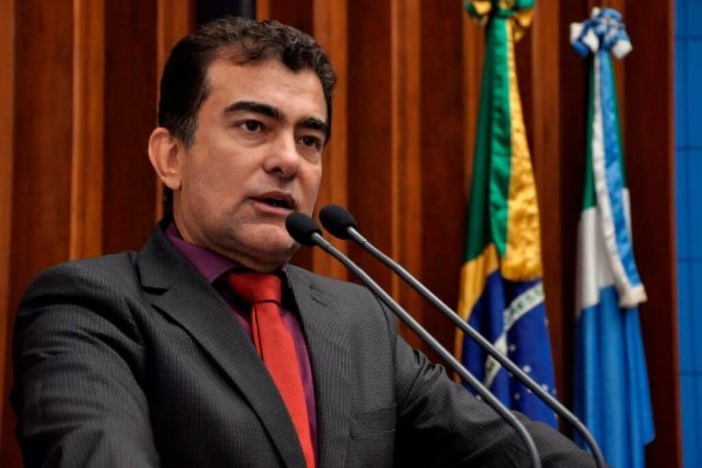 """""""Assistentes sociais e psicólogos em escolas podem evitar tragédias"""", afirma deputado Marçal"""