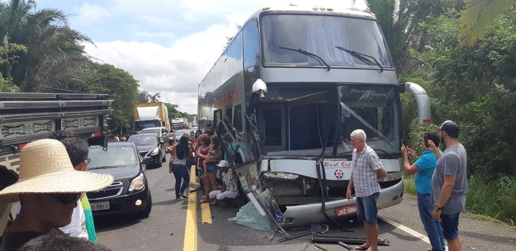 Ônibus com passageiros de Esperantina se envolve em acidente na BR-316