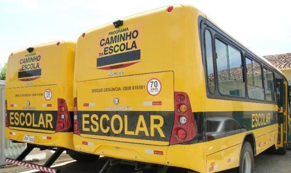 Ônibus escolar da prefeitura de Porto atropela criança de dois anos
