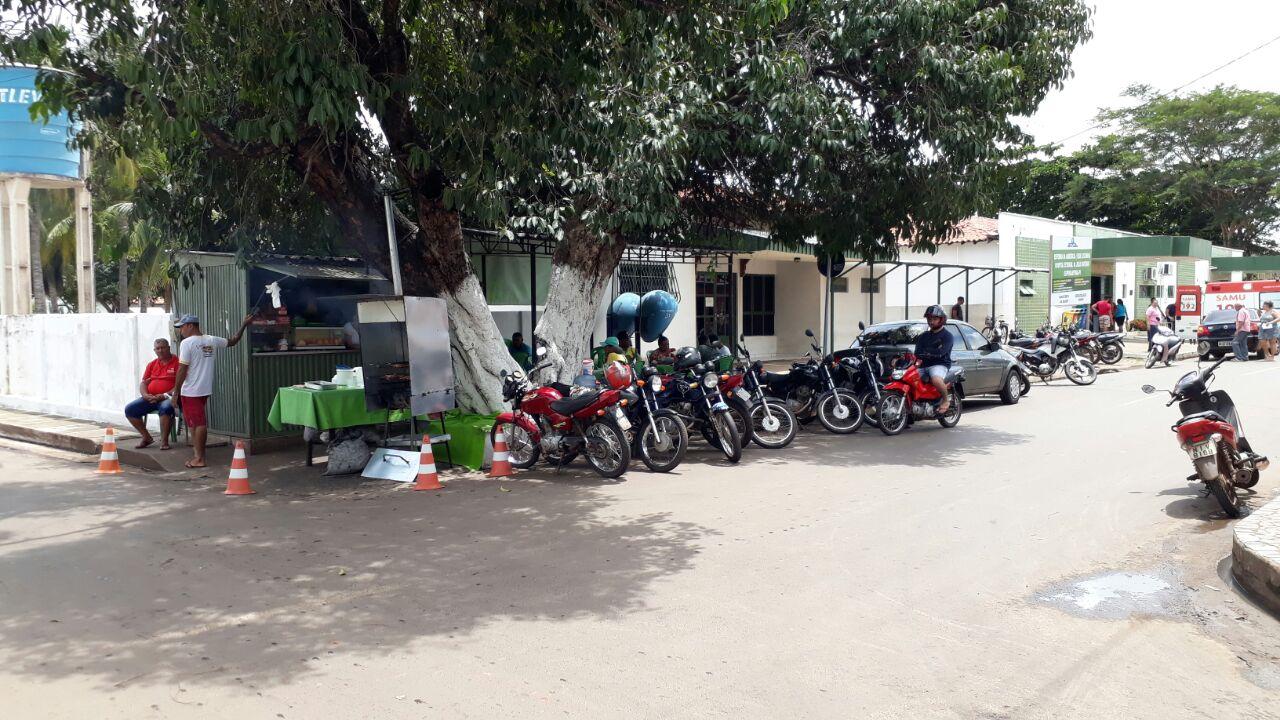 Prefeita de Esperantina manda desocupar área onde está instalado trailer de vendas de comidas