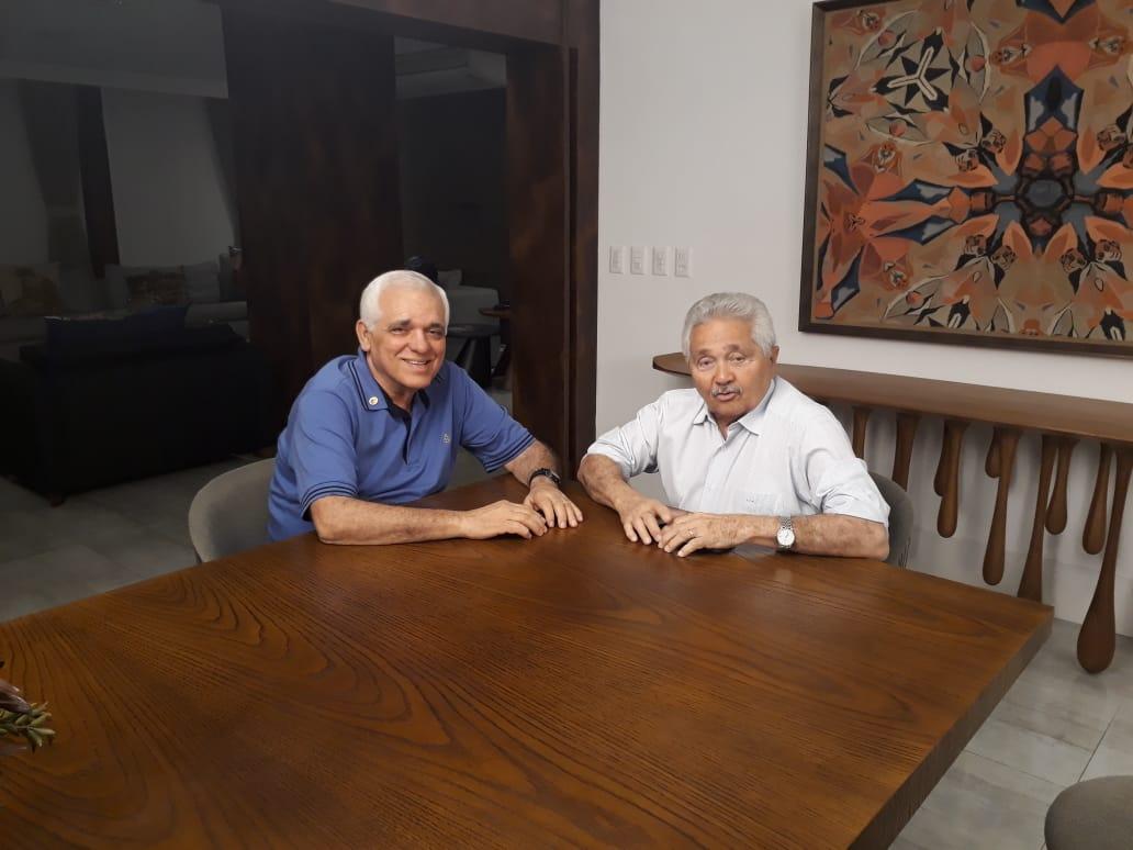 Deputado Themístocles Filho se reúne com Senador Elmano Férrer para tratar sobre a reforma do Teatro de Esperantina