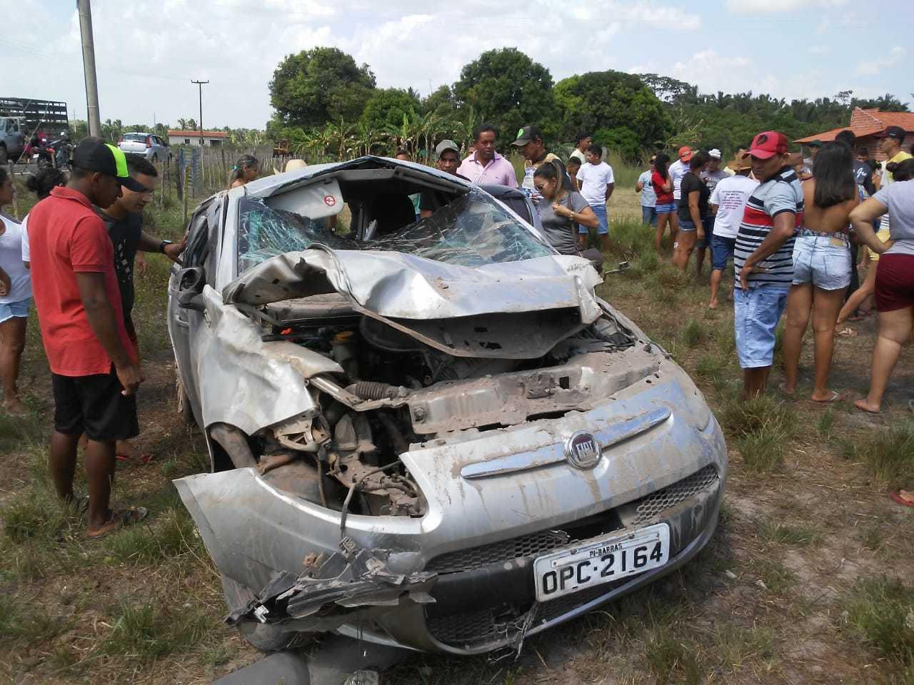 Jovem morre após carro capotar e pegar fogo na rodovia PI-110 em Barras