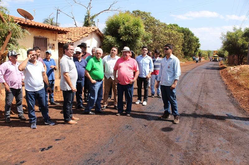 Themístocles Filho acompanha início da obra de asfaltamento na Rua Tony Ramos em Esperantina