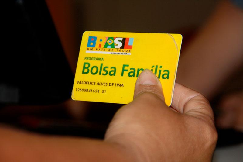 Beneficiários do Bolsa Família vão receber auxílio emergencial a partir do dia 16