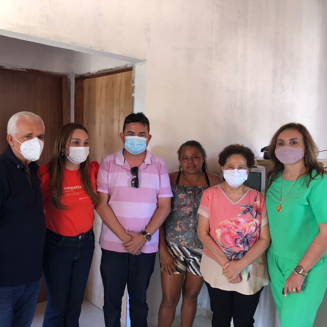 Vice-governadora visita projeto de moradia popular em Esperantina
