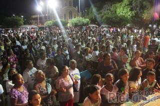 Show católico reúne milhares de fiéis em praça pública em Esperantina