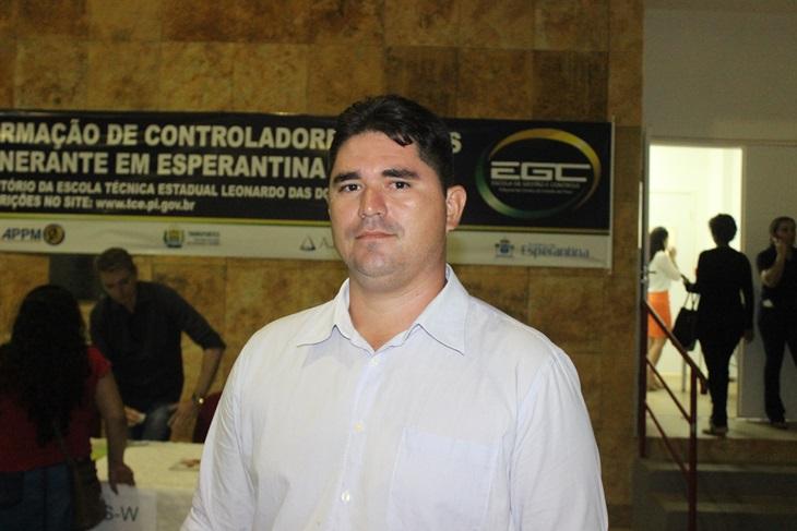 Vereador denuncia péssimas condições do prédio do Conselho Tutelar em Batalha