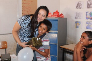 SEMAS/CREAS de Esperantina realiza entrega de presentes na semana da criança