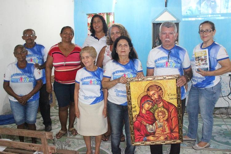 """Membros da Pastoral Familiar celebram livro """"Hora da Família"""" no Bairro Cristo Redentor"""