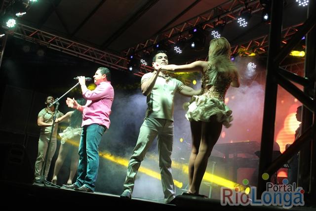 Cantor Zezo leva público ao delírio durante Show em Esperantina. Confira fotos!