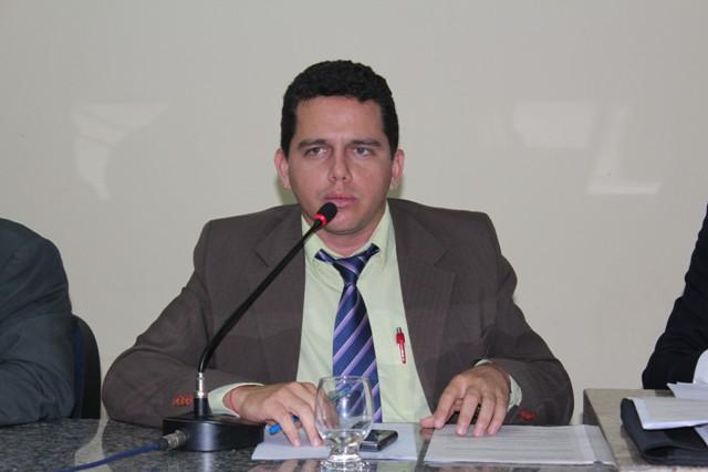 Vereador apresenta proposta para regulamentar a concessão de progressão de nível superior para profissionais do magistério