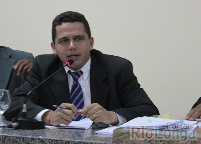 Vereador Regys Sampaio pede a construção de uma ciclovia na Avenida Petrônio Portela