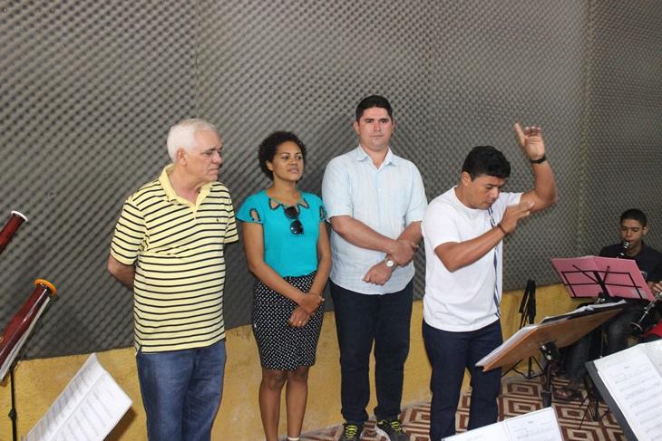 Deputado Themístocles Filho visita Banda Sinfônica de Batalha