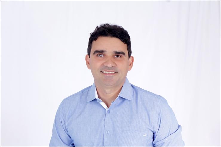 Vereador Mauro André cobra a retomada das obras de asfalto em Esperantina