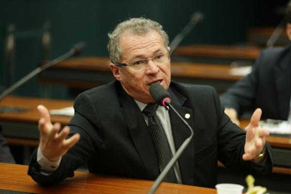 Chega ao gabinete de Rodrigo Janot um inquérito contra Assis Carvalho