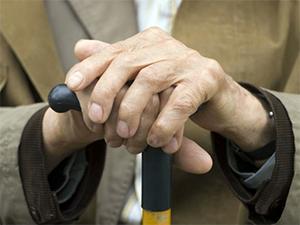 Publicada lei que garante prioridade especial a idosos maiores de 80 anos