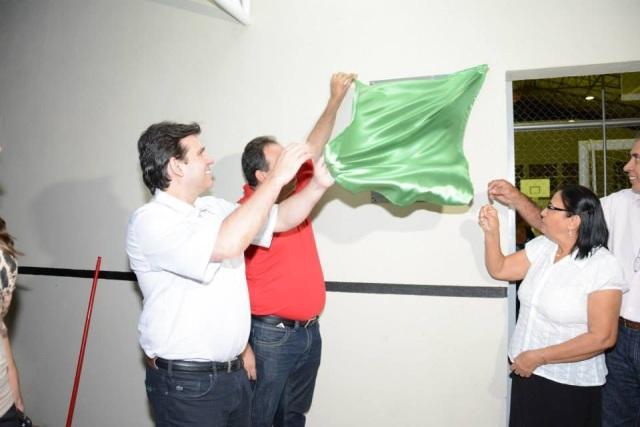 Deputado Marllos Sampaio participa de inauguração de Ginásio Poliesportivo no município de Aroazes-PI