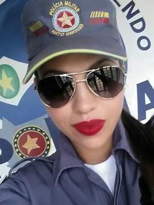 Policial se passa por prostituta para conseguir prender traficante em boate