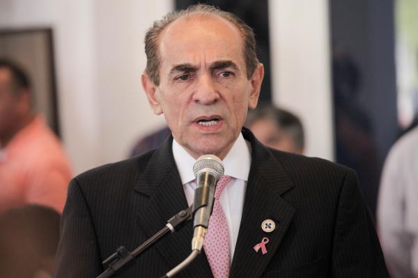 Marcelo Castro afirma que não vai sair do Ministério da Saúde