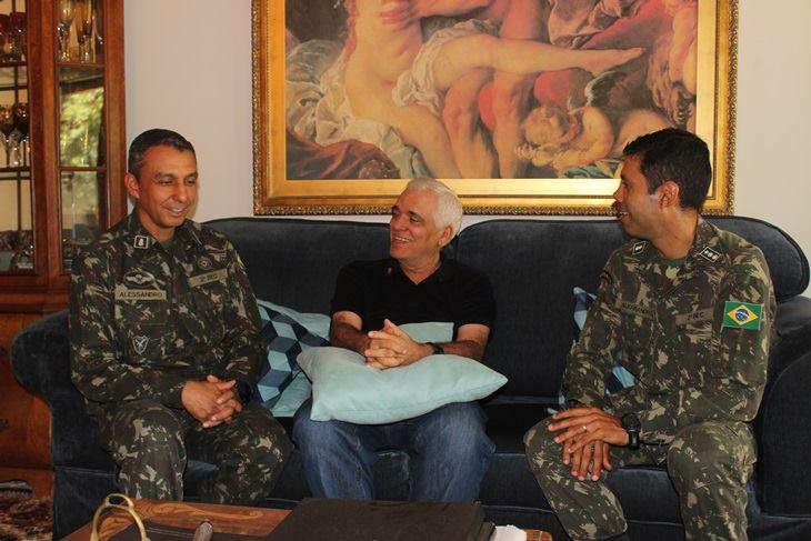 Themístocles recepciona novo comandante do 2º Batalhão de Engenharia de Construção do Exército